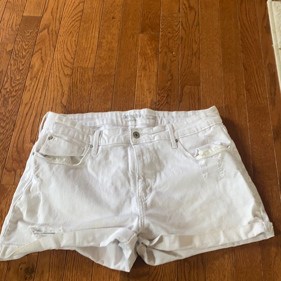 White Jean Levi shorts